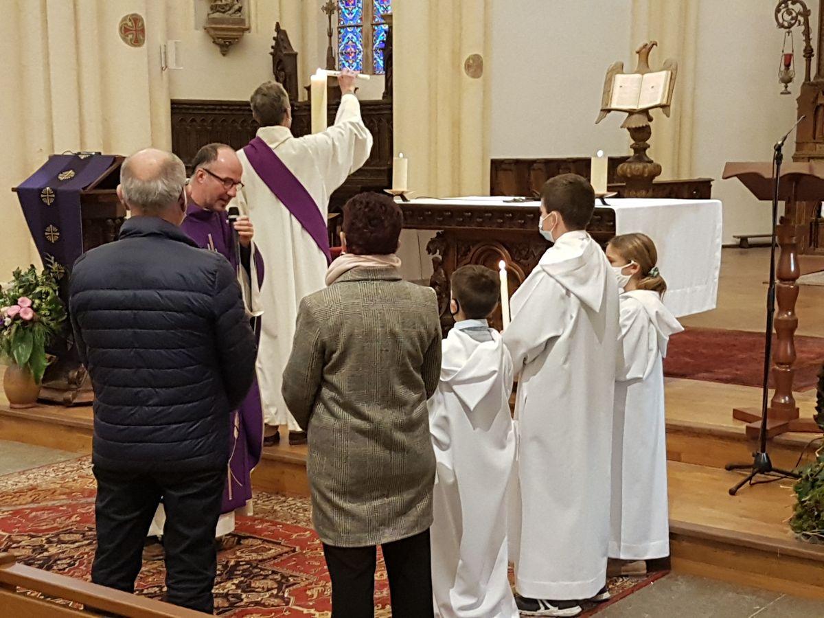 Lors de la célébration du baptême, les enfants sont invités à exprimer eux-mêmes leur foi au Christ et leur désir personnel de le suivre