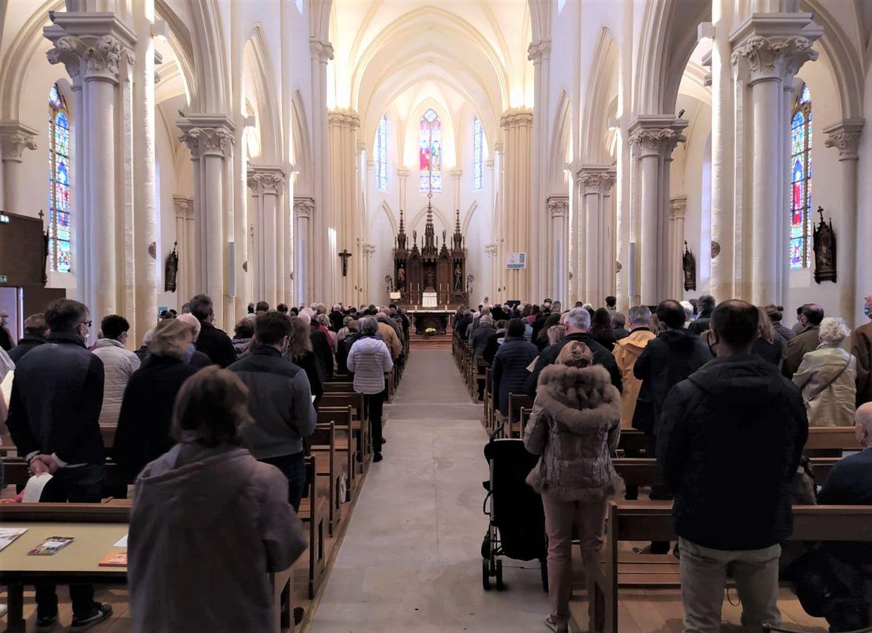 Prier, seul ou avec d'autres, dans nos églises ou dans nos lieux de vie